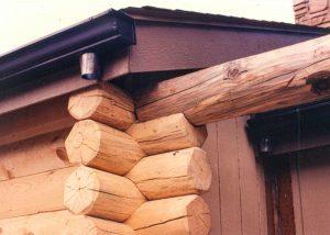 Log beam cut in to Timberline log corners